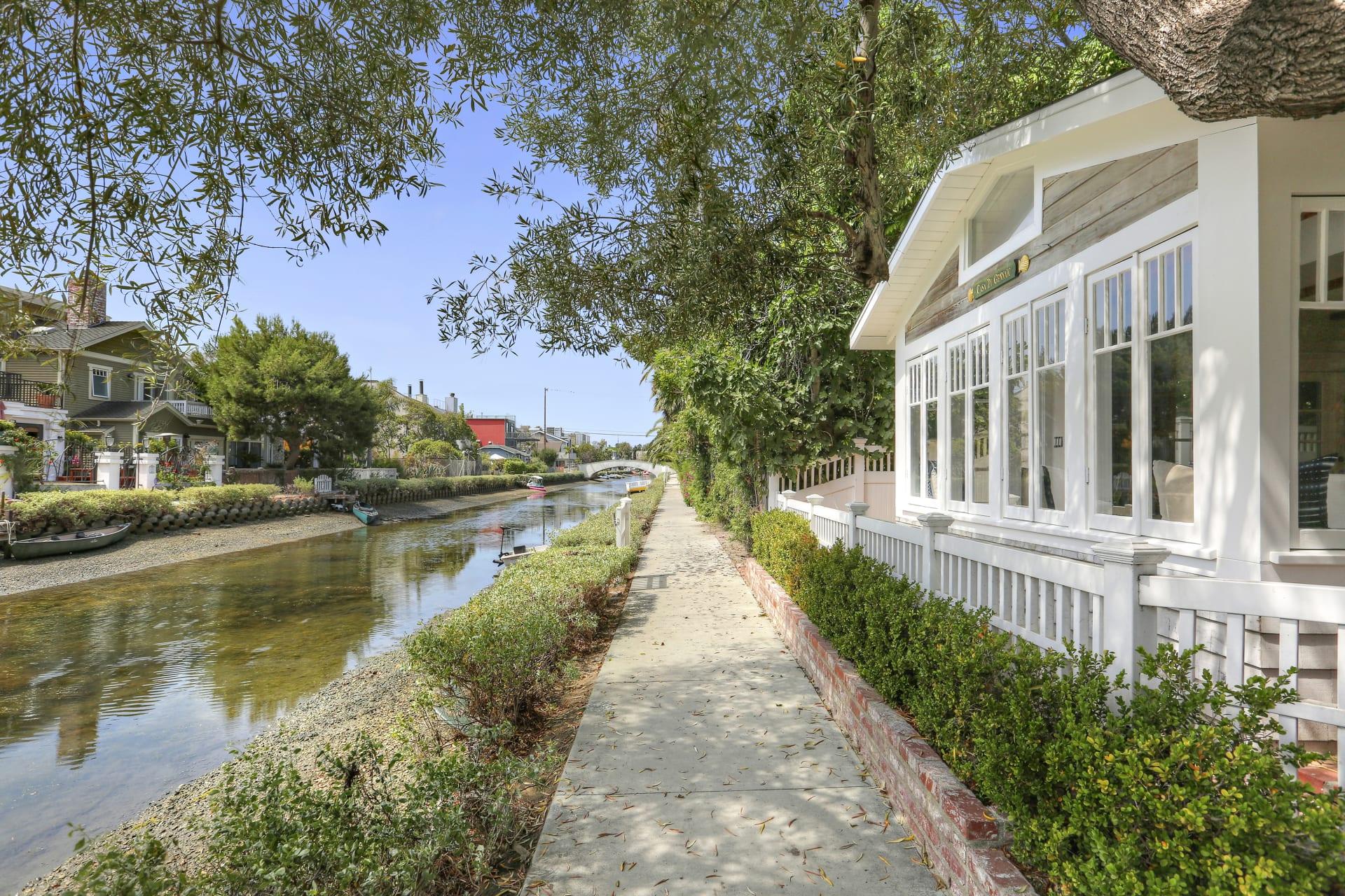 437 Linnie Canal photo