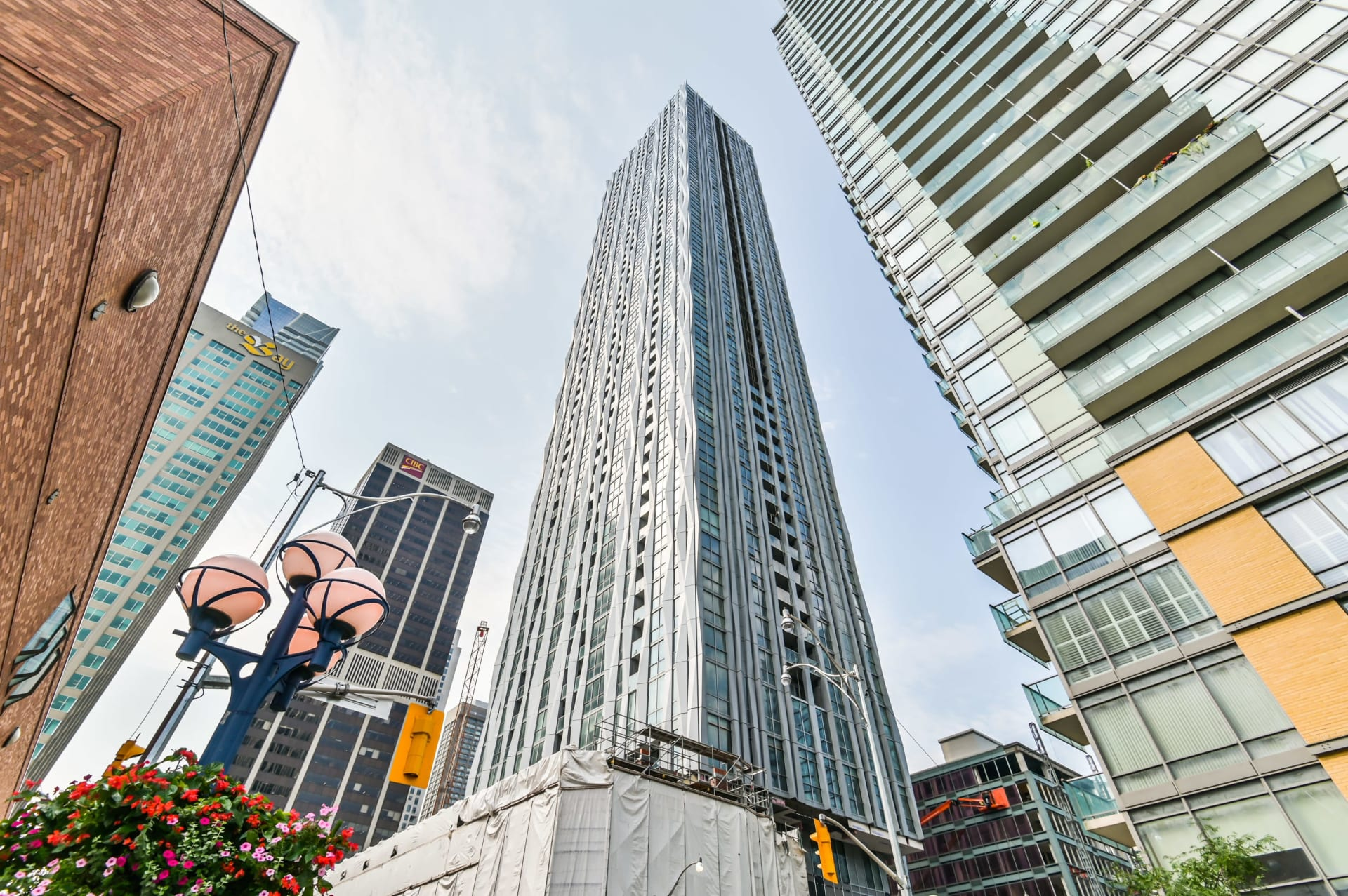 Luxurious 1 Yorkville Condo