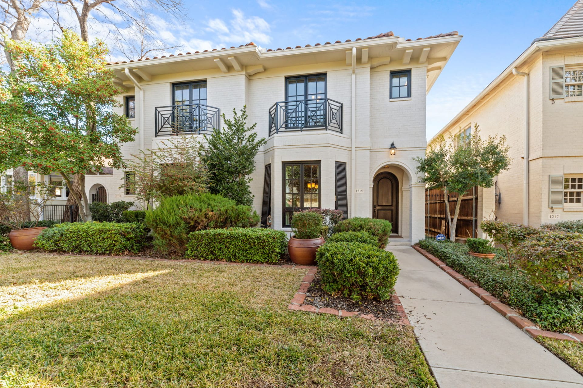 Beautiful Townhome off Camp Bowie photo