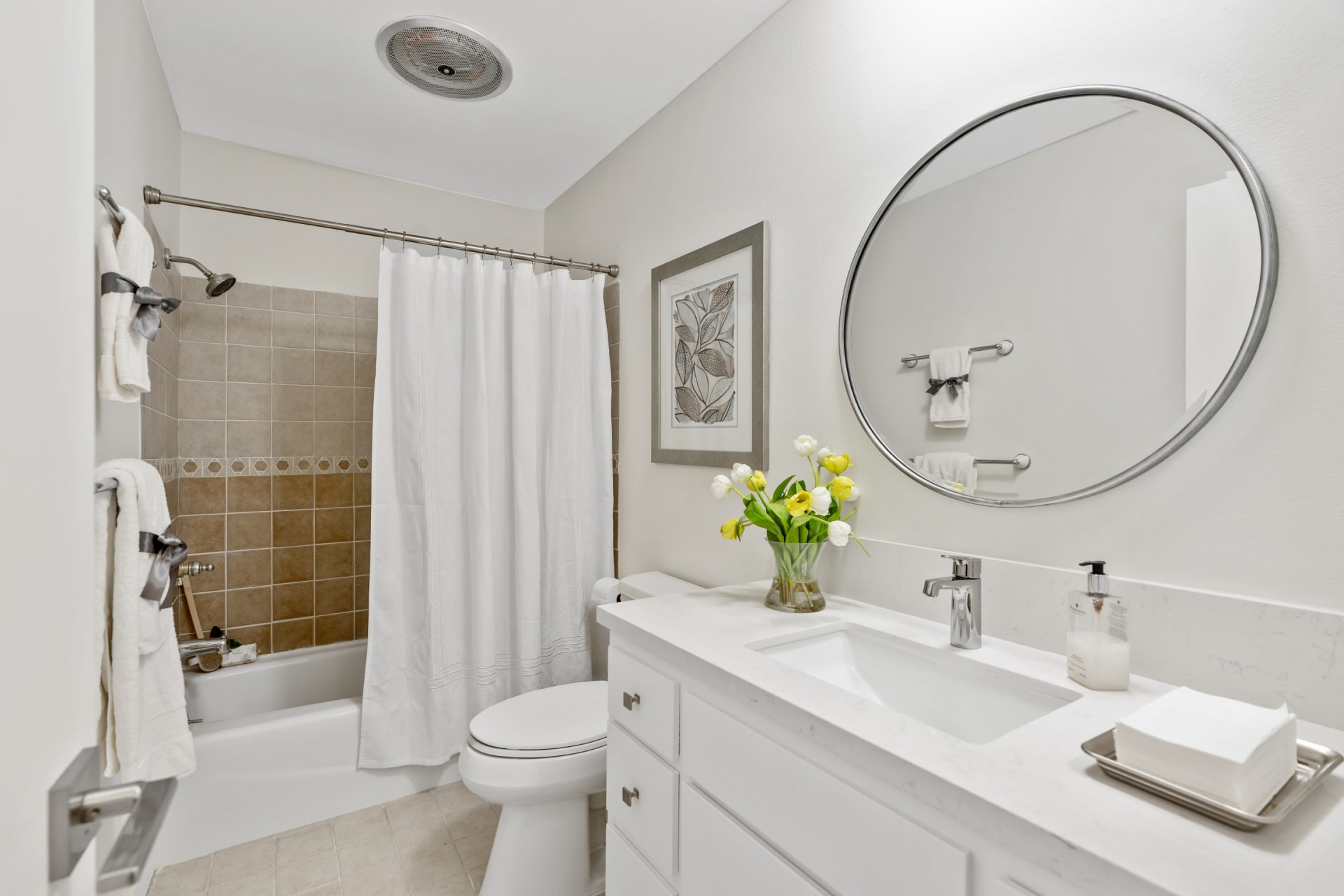Fabulous One Story Condo in Prime NW Location in Pasadena! photo