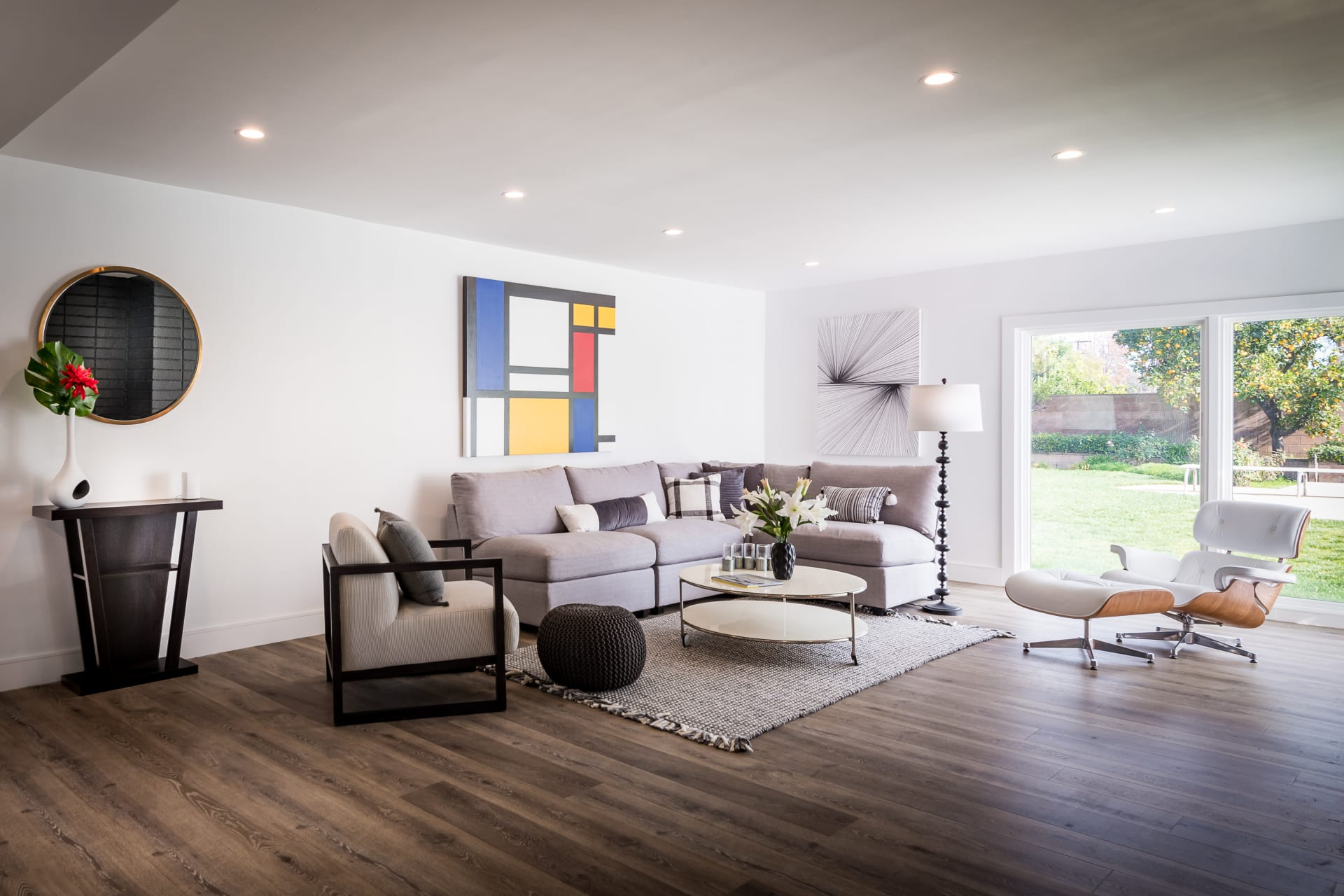 Mid-Century Smart Home in Woodland Hills photo