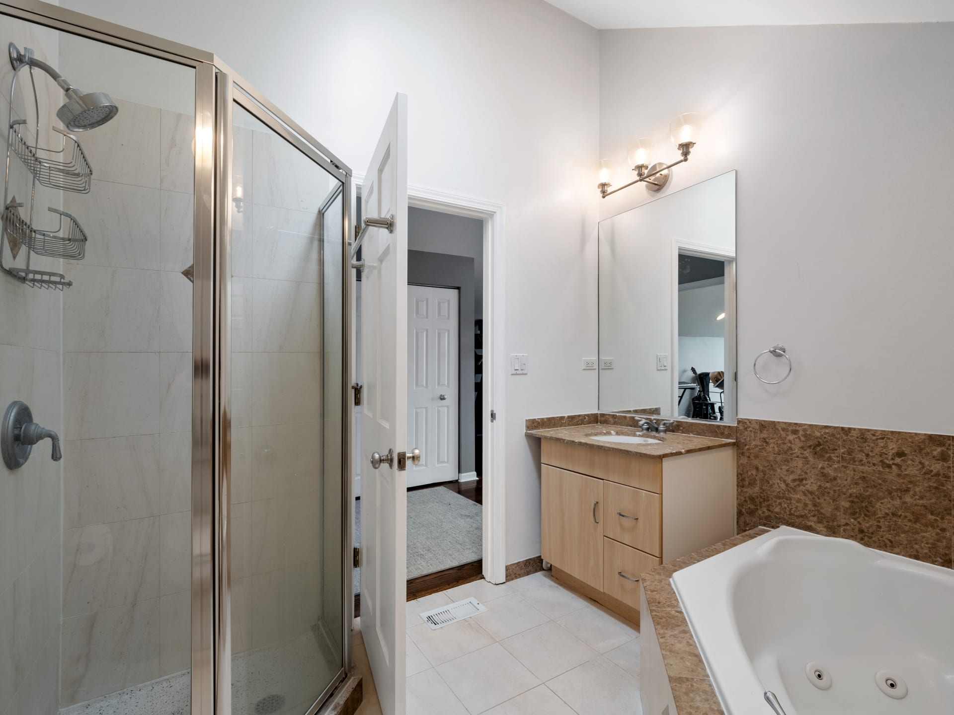 1644 N Claremont Ave, #3 photo