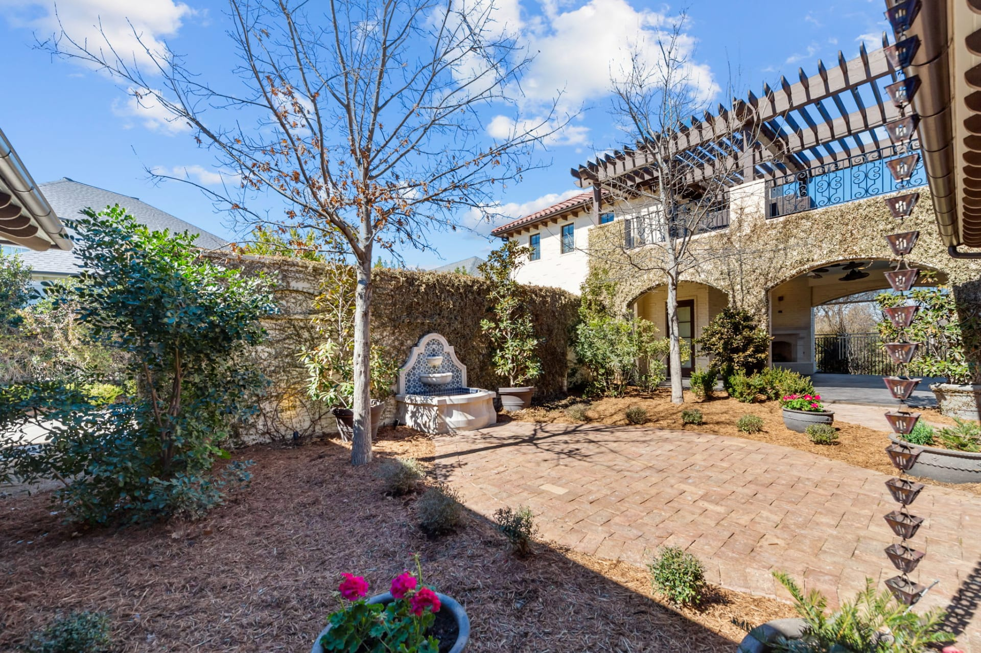 Spectacular Views in Riverhills photo