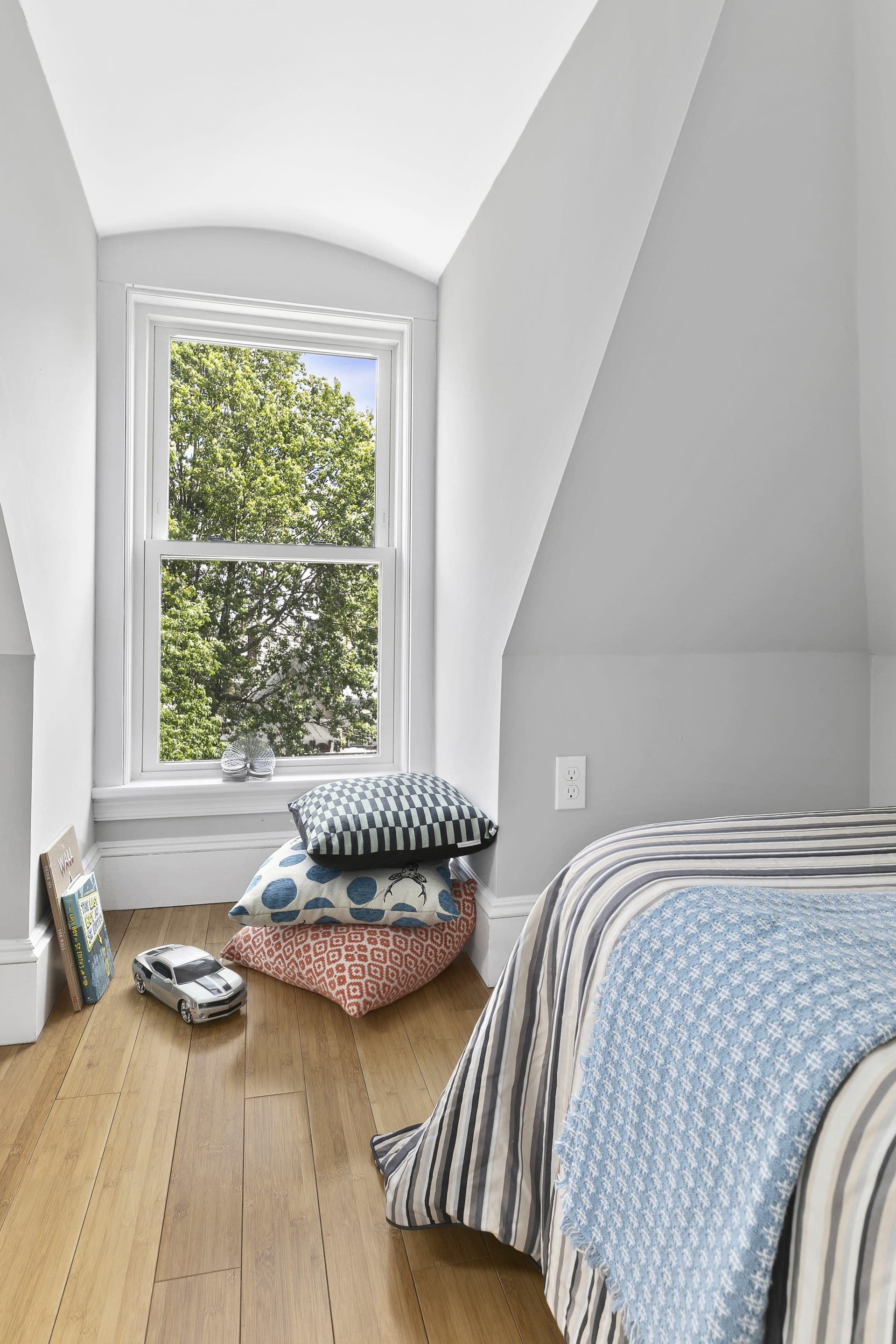 49 Thurston, Unit 2 Somerville—Large and Lovely Just Renovated photo