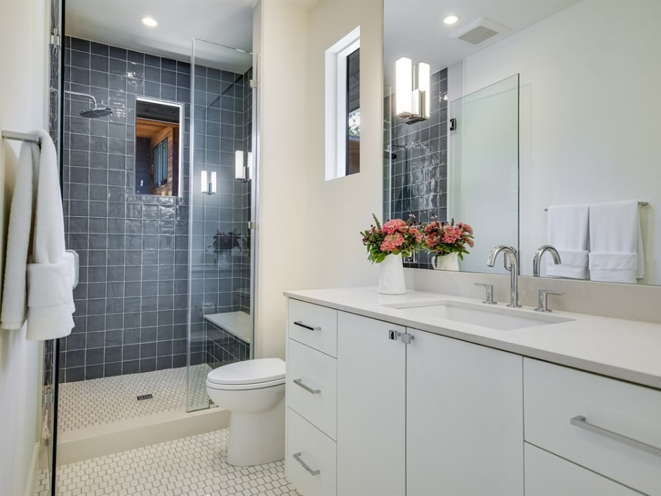 1301 Woodlawn Blvd preview