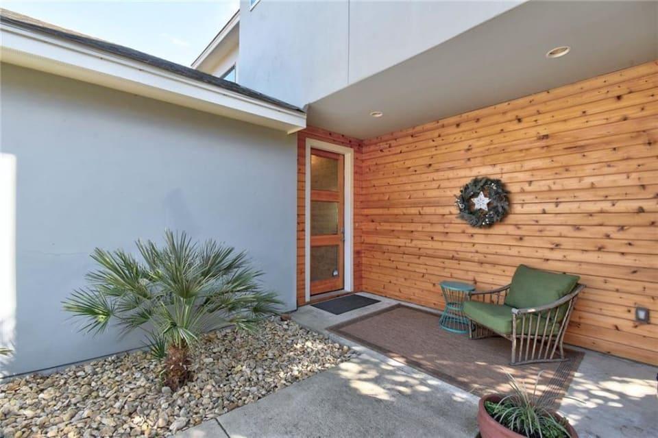 Buyer Represented - Lohmans Crossing Estates preview