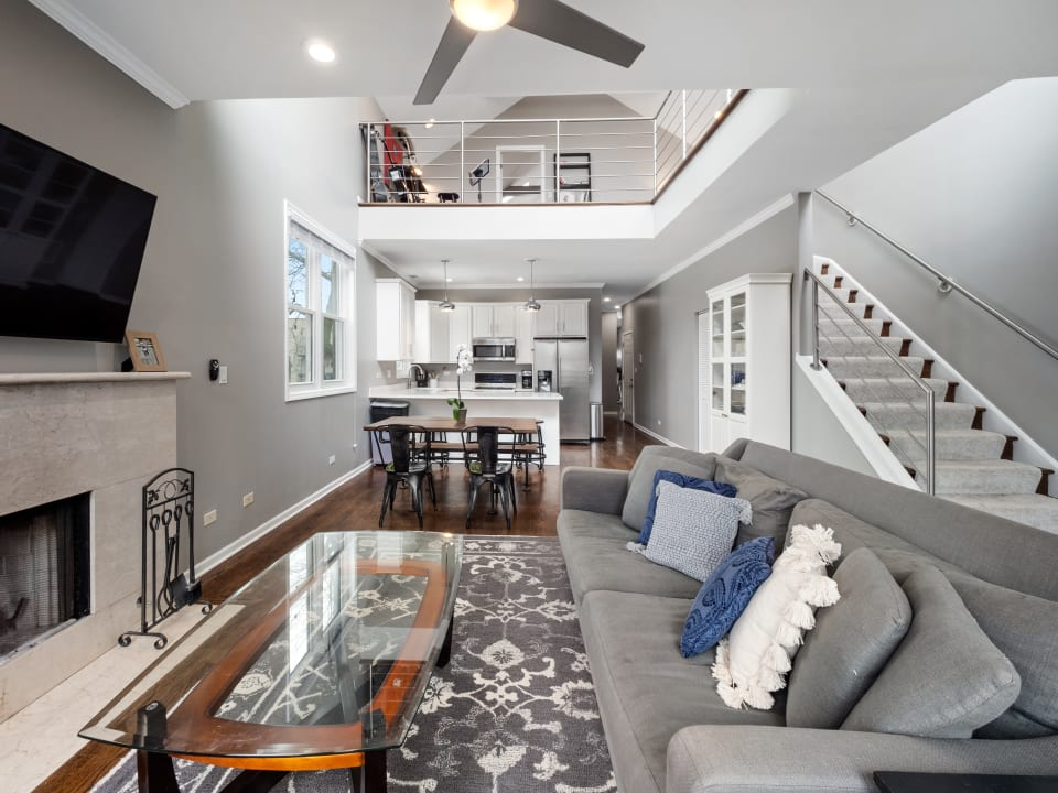 1644 N Claremont Ave, #3 preview