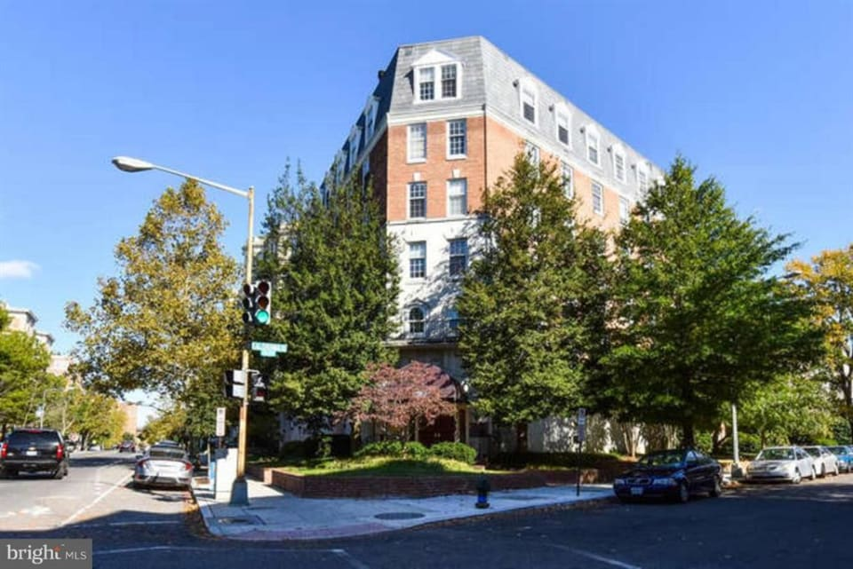 1880 Columbia Rd NW #203 preview