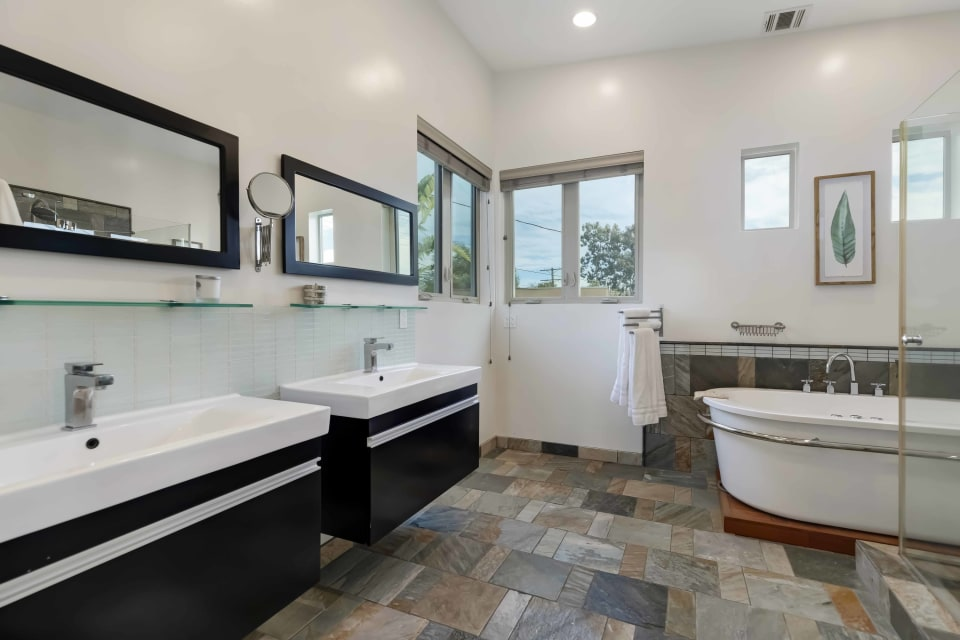 In Escrow | 3114 Greenfield Avenue preview