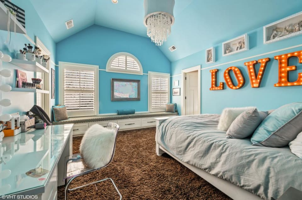 2195 Woodlawn Road preview