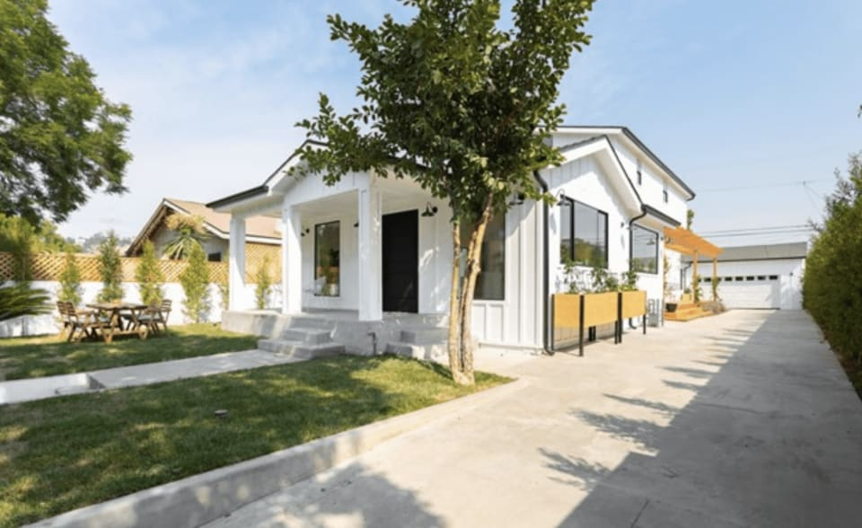 Modern Farmhouse Compound preview