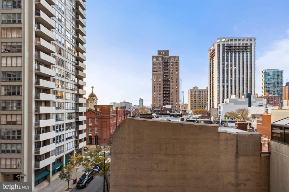 220 W Rittenhouse Sq, #5E preview