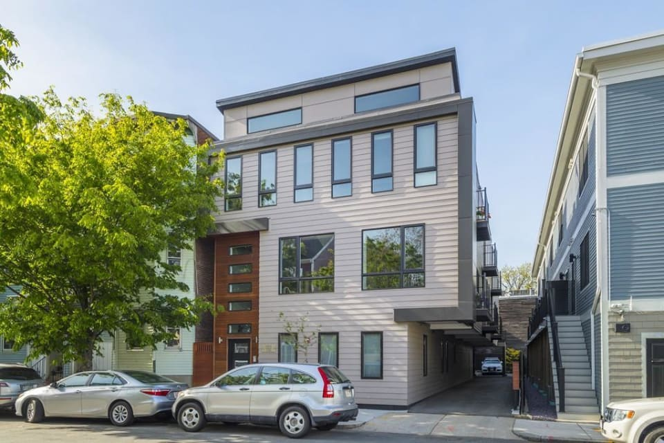 628 E 2nd St, #4 preview