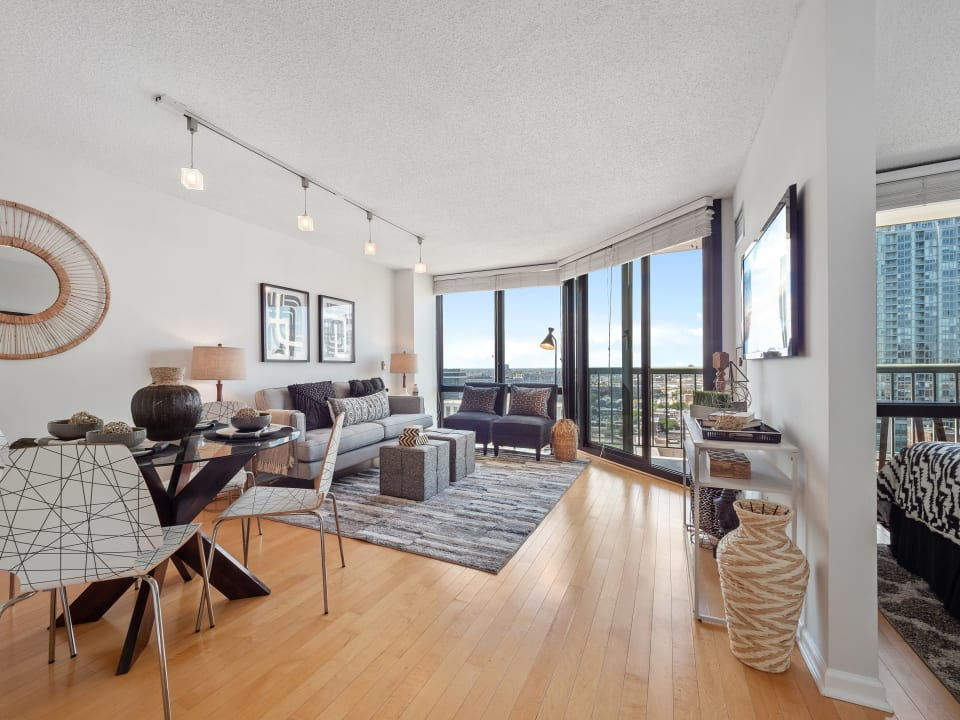 111 W Maple St, #2010 preview