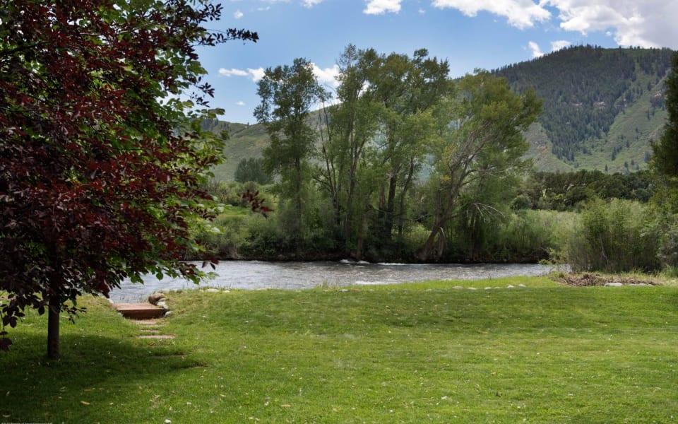 130 River Oaks Ln preview