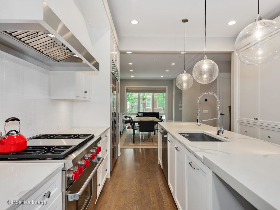 2223 W Lyndale St preview