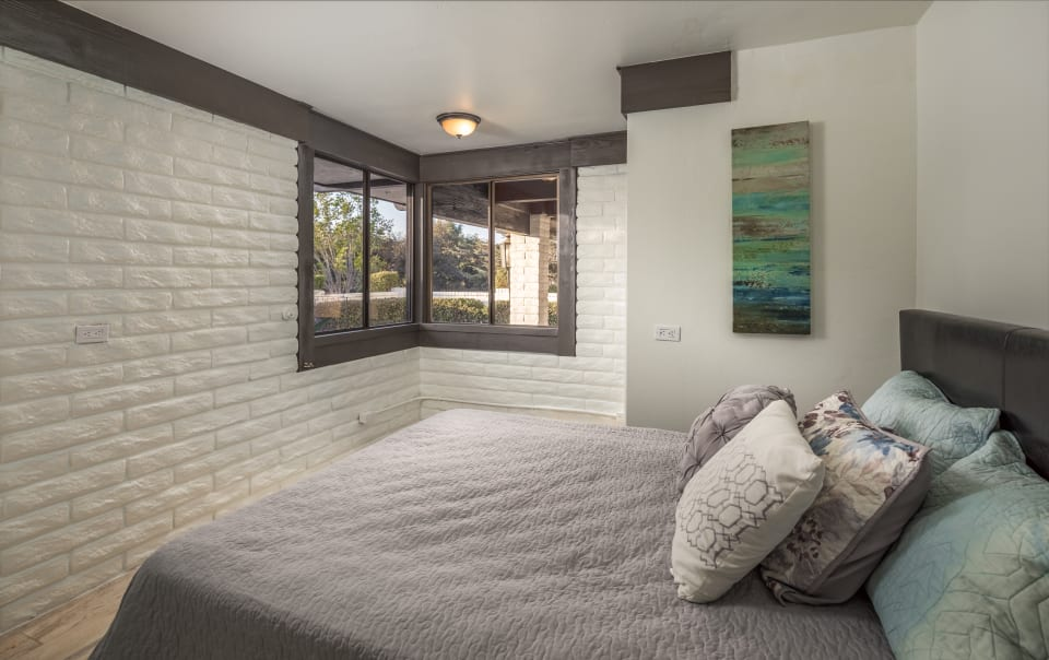 4110 Sleeping Indian Road preview