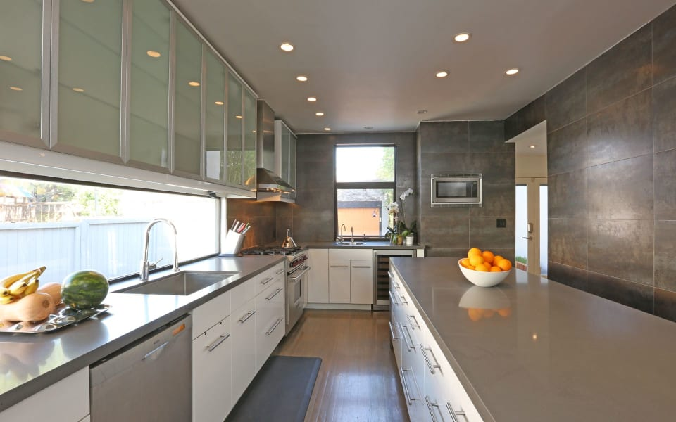 140 N Plymouth Blvd preview