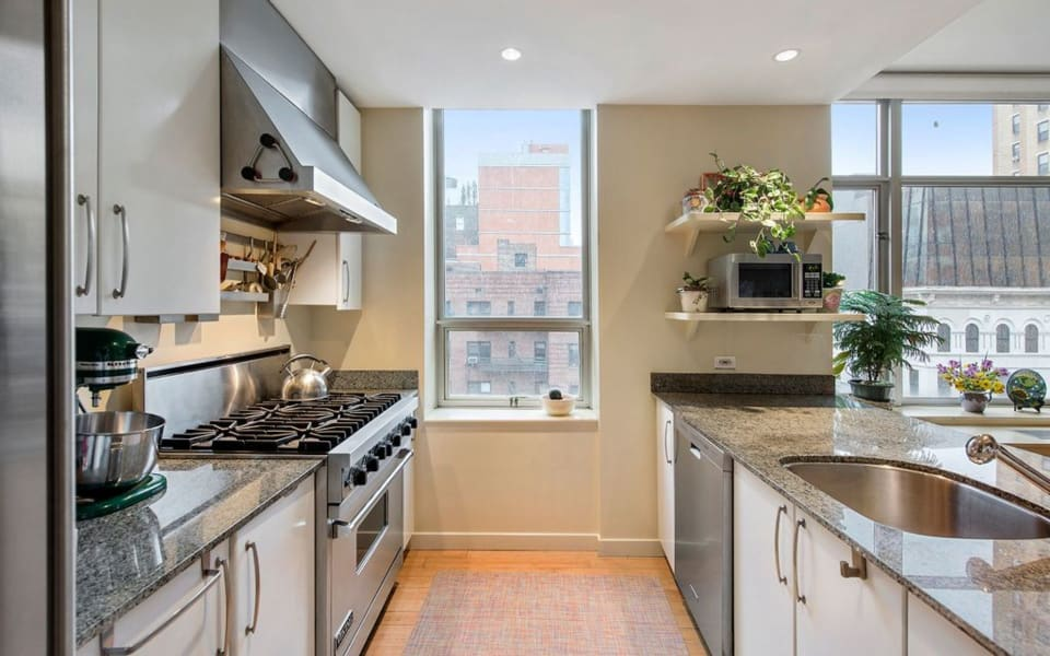 201 W 17th St, #6B preview