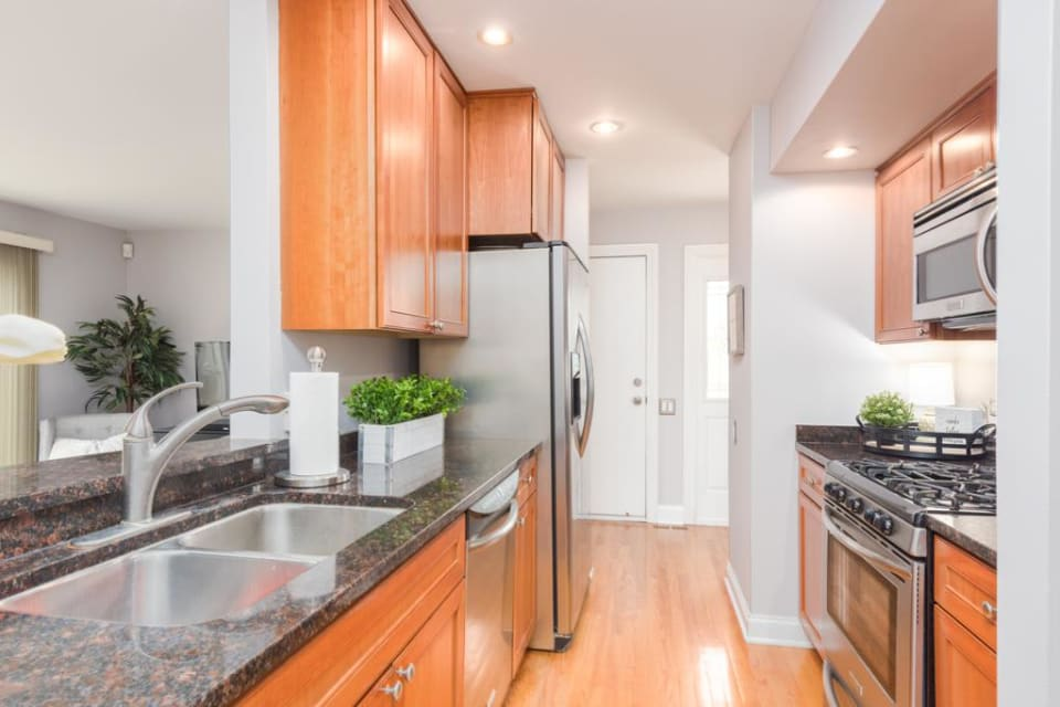 210 Queens Cove preview