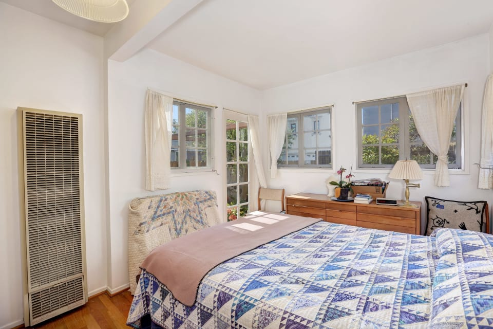 751 Ozone Street preview