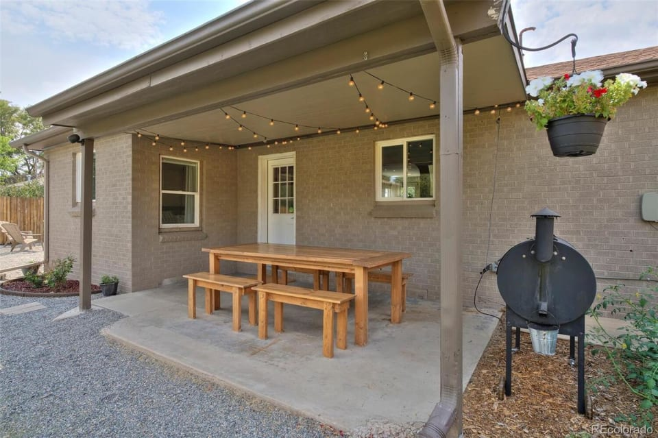2938 Oneida St preview
