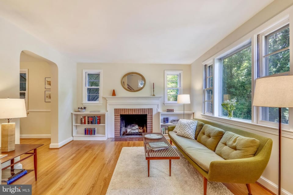2825 Arizona Ave NW preview