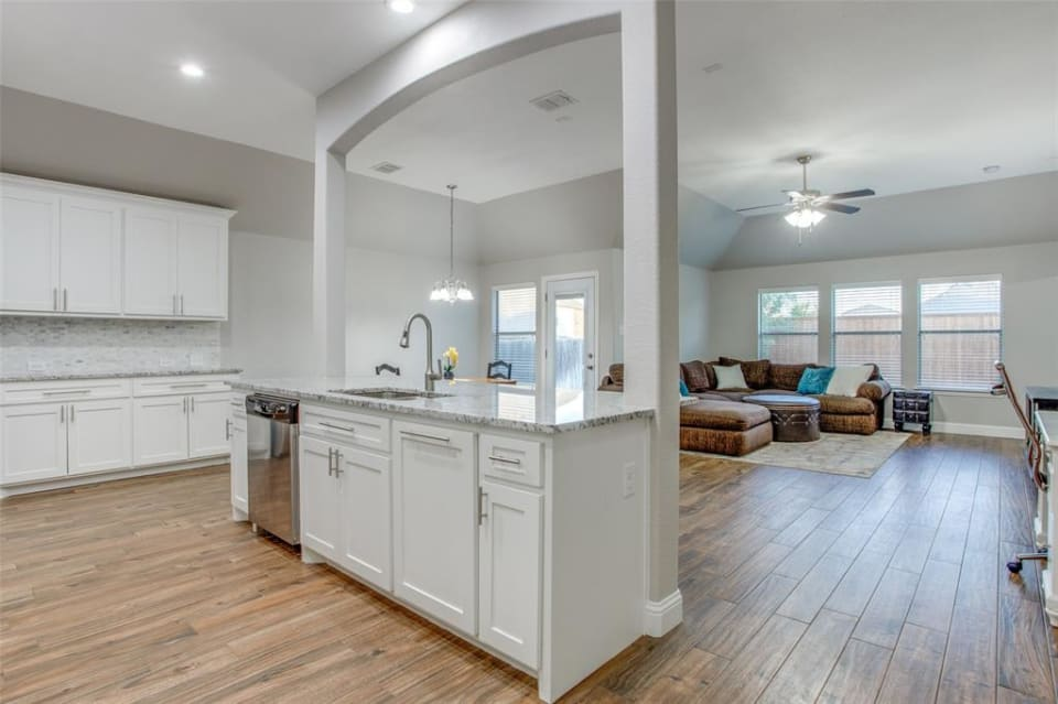 932 Lake Grove Dr preview