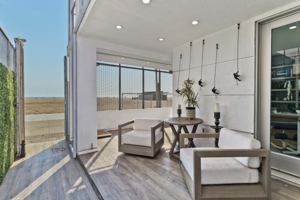 1255 Palisades Beach Road preview