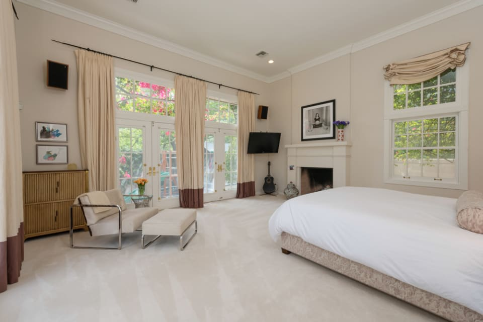 9040 Hollywood Hills Rd preview
