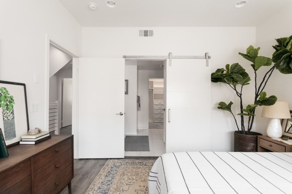 2926 Rowena Ave, #5 preview