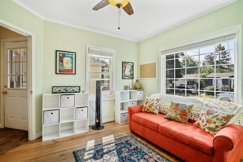 2621 Leslie Ave preview