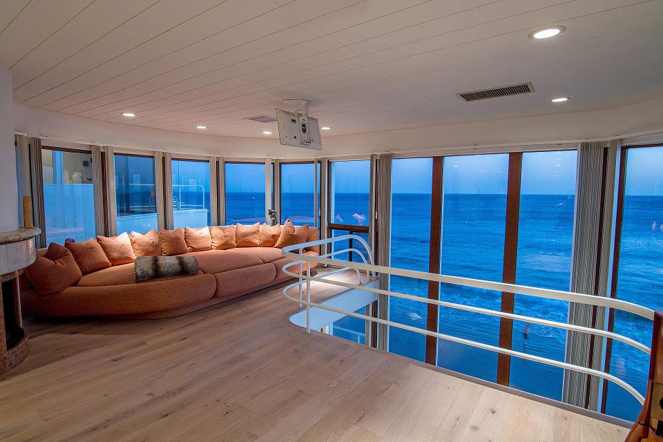 Stunning Oceanfront Retreat