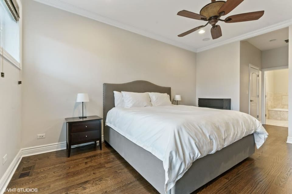 3923 N Ashland Ave, #301 preview