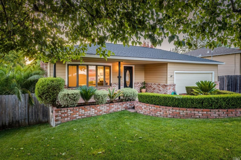 920 Middlefield Dr preview