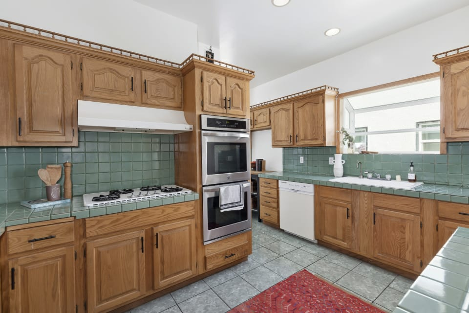 1029 Cloverdale Ave preview