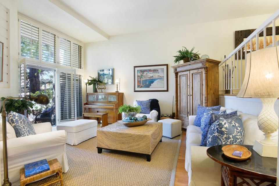 1600 Palisades Drive preview