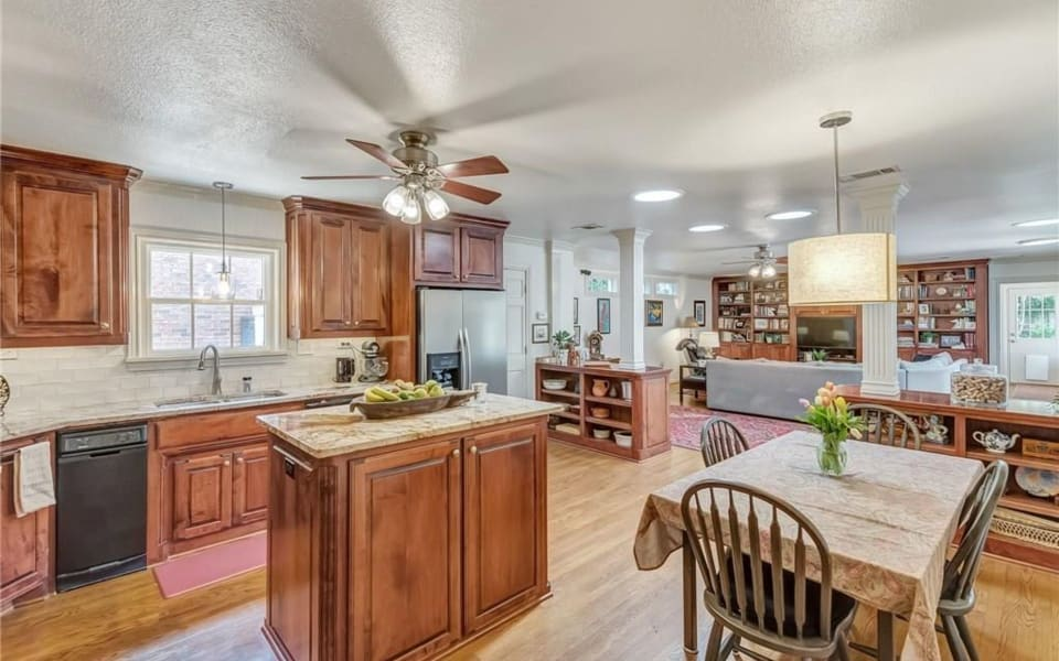 3748 Country Club Cir preview