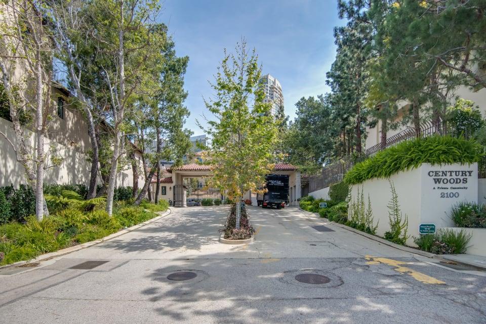 2+2.5 Condominium for Lease in Century Woods