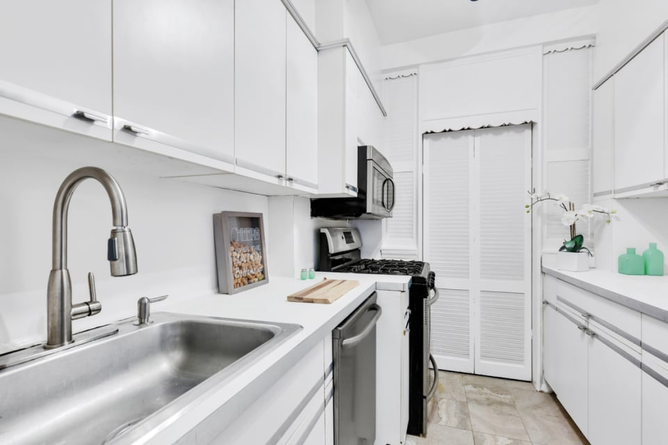 303 Beverley Rd, #9J preview
