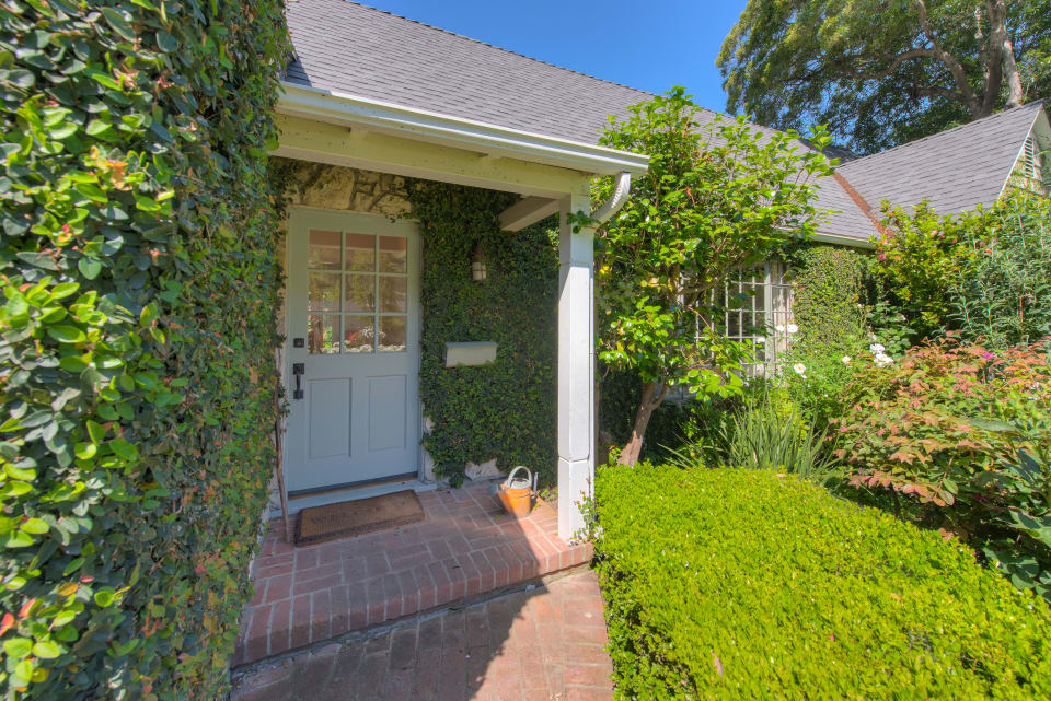 3827 Dixie Canyon Ave preview