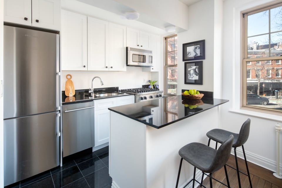 302 W 12th St, Unit 2B preview