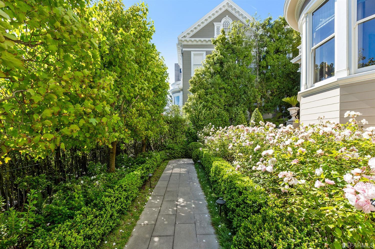Iconic Pacific Heights Mansion photo