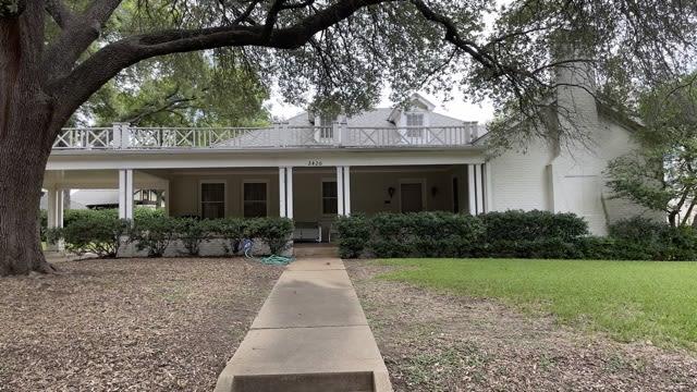Prime Location Near Colonial photo