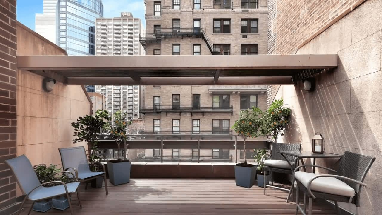 107 East 61st Street video preview