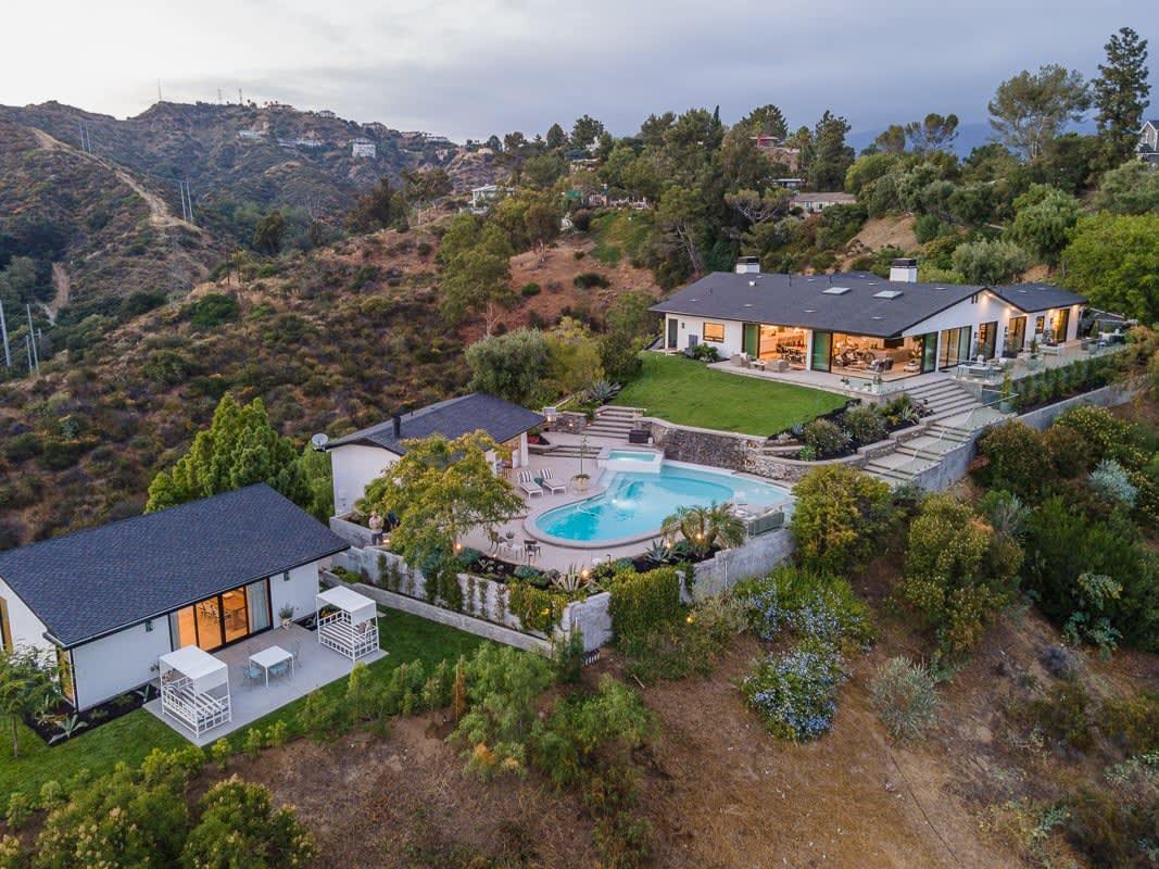 Pasadena compound with jetliner views
