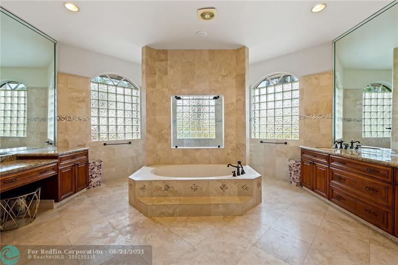 2461 SW 131st Ter photo