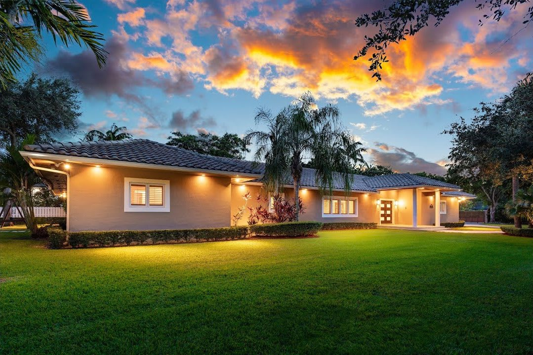 Gorgeous Transitional Estate | 6390 SW 112 Street, Pinecrest video preview