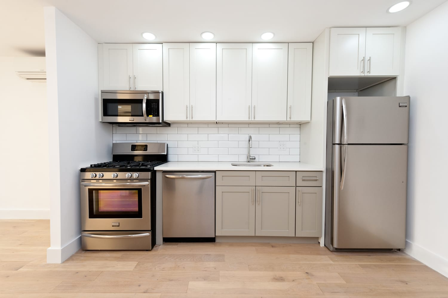 25-10 38th Ave, #6C photo
