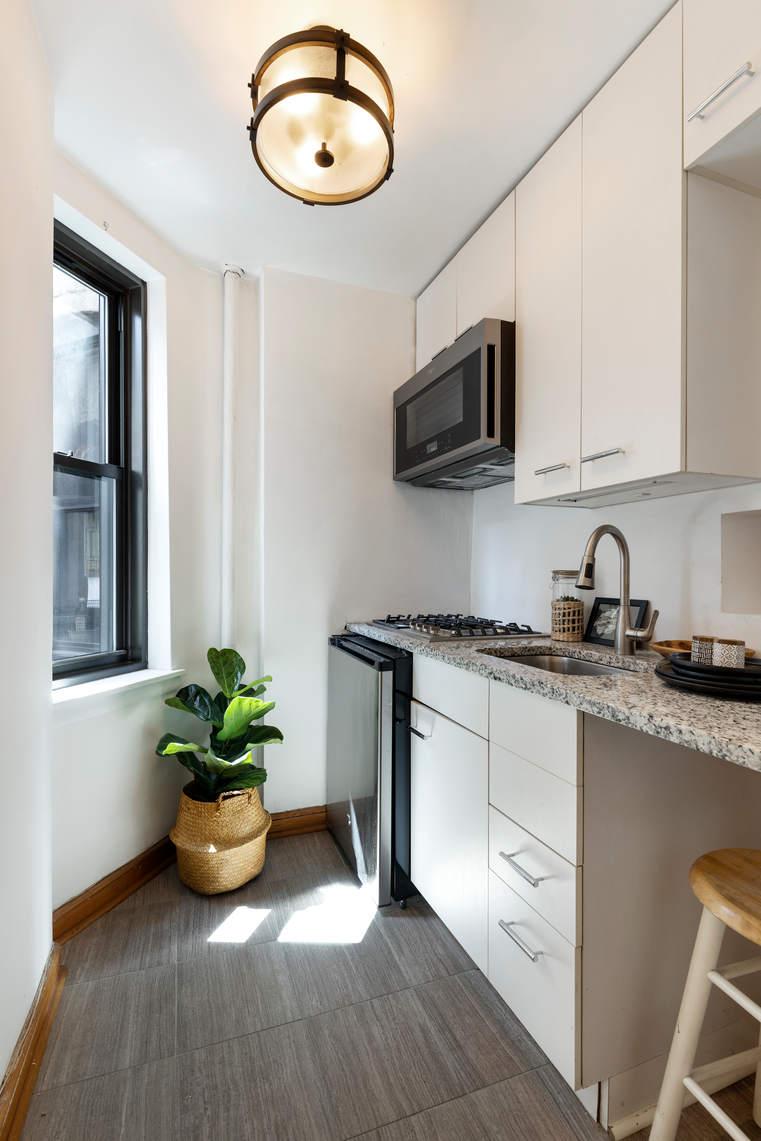 431 West 54th Street, Unit 4D photo
